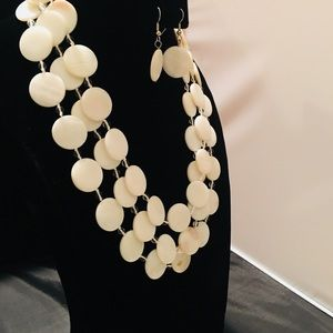 3 layer shell necklace & earring set!